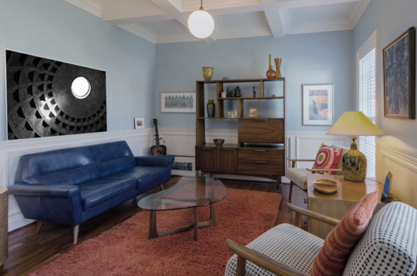 Patnheoon print in a room